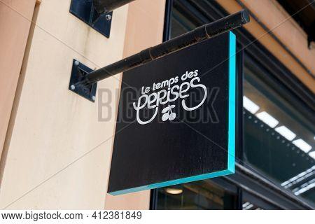 Bordeaux , Aquitaine France - 03 08 2021 : Le Temps Des Cerises Logo Band And Text Sign On Store Fre