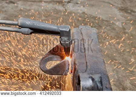Center Frame Oxygen Acetylene Torch Cutting Car Part Or Auto Part On Chassis With Small Sparkle