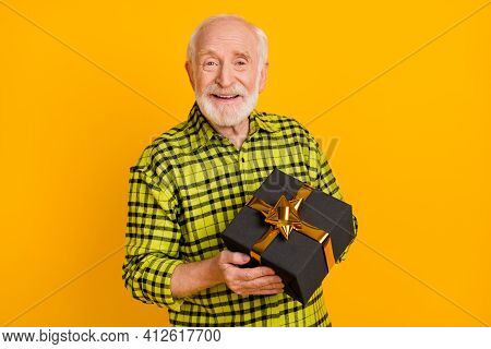 Photo Of Old Man Grandfather Happy Positive Smile Hold Gift Present Box Holiday Celebrate Isolated O