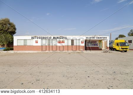 Paracas, Peru - April 15, 2014: Paracas Municipal Store And Self-service Selling Food, Ice And Sundr