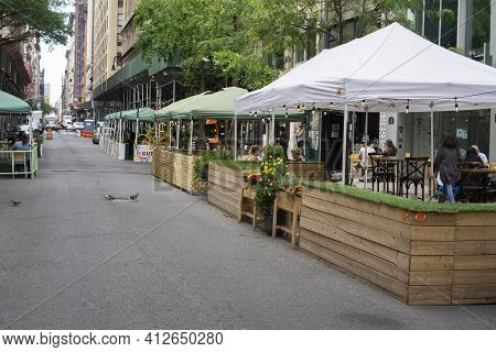 New York, Usa - October 10 2020: An Outdoor Restaurant In Midtown Manhattan. Covid Outdoor Dining