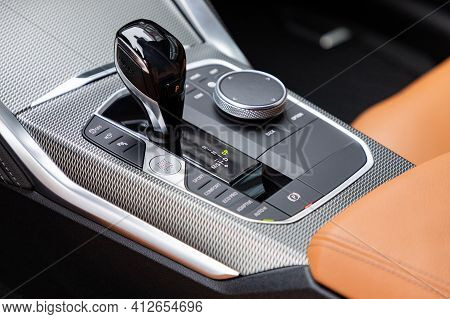 Gear Shift In A New Luxurious Car