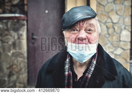 Kyiv. Ukraine - February 4: 2021 The Cries Of An Injured Homeless Man Wearing A Protective Mask, Loo