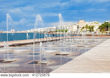 Fountain At Seafront Thessaloniki, Central Macedonia In Greece