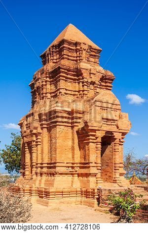 Poshanu Or Po Sahu Inu Tower Or Pho Cham Tower Is A Group Of Relics Of The Cham Towers In The Old Ki
