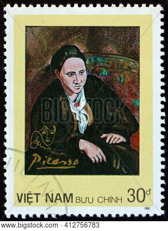 Vietnam - Circa 1987: A Stamp Printed In Vietnam Shows Portrait Of Gertrude Stein, Painting By Picas