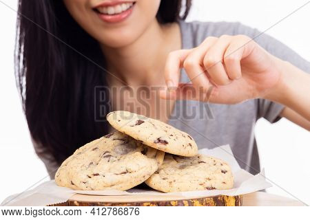 Delicious Homemade Chocolate Chip Cookies, Pretty Girl Pick Chocolate Chip Cookies For Eating. Yummy