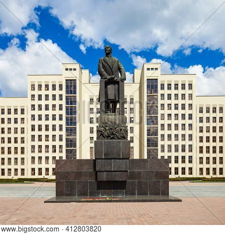 Minsk, Belarus - May 06, 2016: Vladimir Lenin Monument Near The House Of The Government Of The Repub