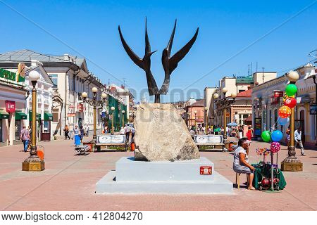 Ulan-ude, Russia - July 15, 2016: Ulitsa Lenina Is A Pedestrian Arbat Street In The Center Of Ulan-u