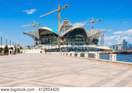 Baku, Azerbaijan - September 13, 2016: Constuction Of The Caspian Waterfront Mall, Located On The Ba