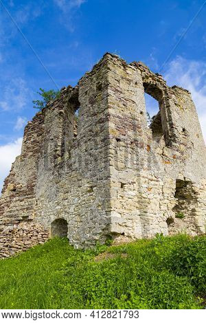 Ruined Medieval Tower. Scenic Ruins Of Ancient Castle Pidzamochok On Sky Background. Buchach Region,
