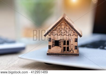 Wooden House, Mortgage, Place, Laptop Business Growth Ideas, Economic Charts, Real Estate Markets, M