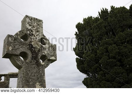 Cill Chriosd - Skye Island (scotland), Uk - August 13, 2018: A Celtic Cross In The Graveyard Of Cill