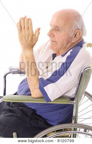高级祈祷的坐在轮椅上的障碍