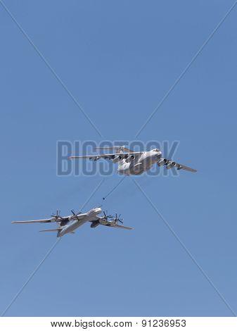 Tu 95Mc Bomber And Il 78 Tanker