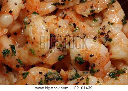 Few fresh Shrimps in Oil with Garlic