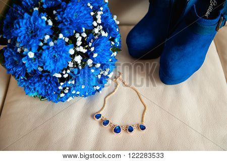 bouquet bride necklace boots on a beige fabric.