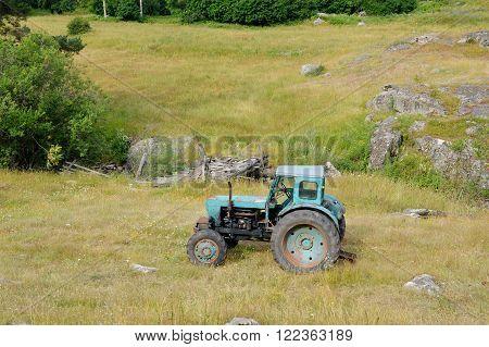 abandoned machinery tractor old broken farm dozer machinery equipment