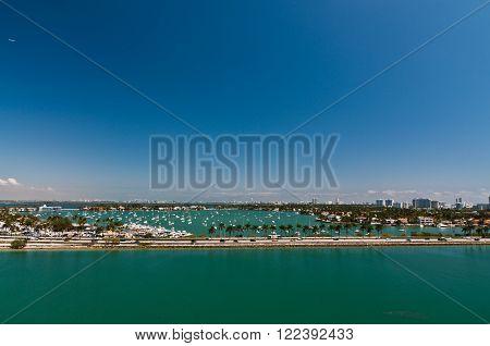 Bird's-eye view of Miami MacArthur causeway and intercoastal waterway