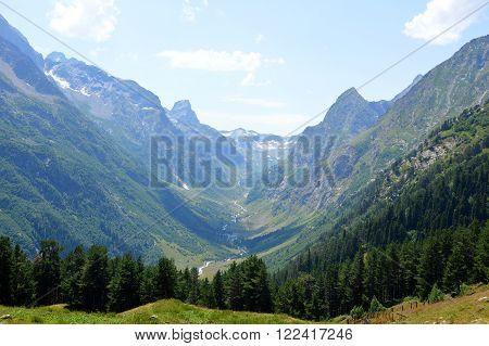 Mountain Gorge, Valley
