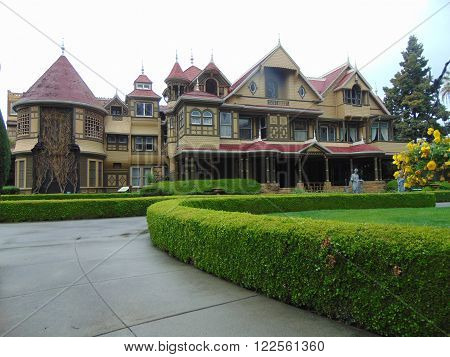 Winchester Mystery House front view and gardens