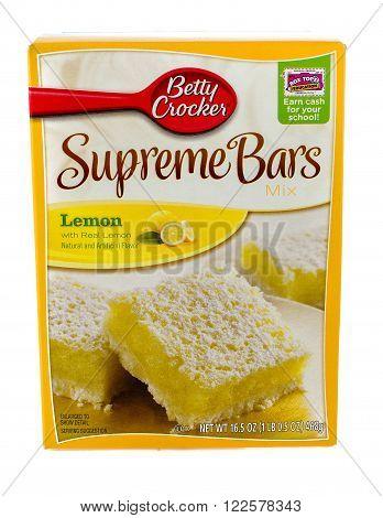 Winneconne WI - 5 February 2015: Box of Betty Crocker Supreme Bars Lemon flavored mix.