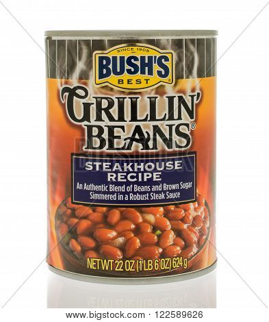 Winneconne, WI - 18 Nov 2015: A can of Bush's grillin' beans in steakhouse recipe flavor.