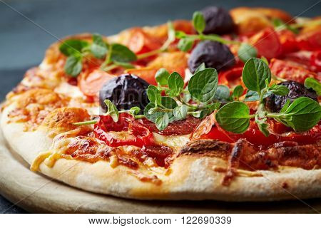 Pepperoni pizza with kalamata olives