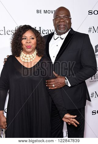LOS ANGELES - MAR 09:  T.D. Jakes & Serita Jakes arrives to the