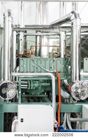 Industrial refrigerating machine. Industrial cooling of liquids and gases.