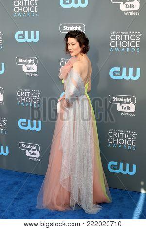 LOS ANGELES - JAN 11:  Mary Elizabeth Winstead at the 23rd Annual Critics' Choice Awards at Barker Hanger on January 11, 2018 in Santa Monica, CA
