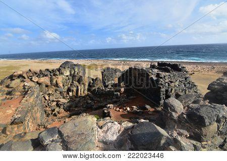 Cool Bushiribana gold mill ruins in Aruba