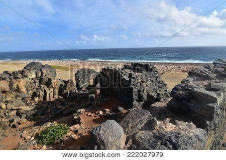 Beautiful Aruba beach with the gold mine ruin