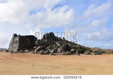 Stunning gold mill in rocky aruba