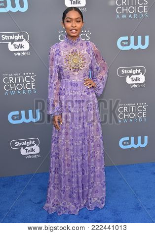 LOS ANGELES - JAN 11:  Yara Shahidi arrives for the 23rd Annual Critics' Choice Awards on January 11, 2018 in Santa Monica, CA