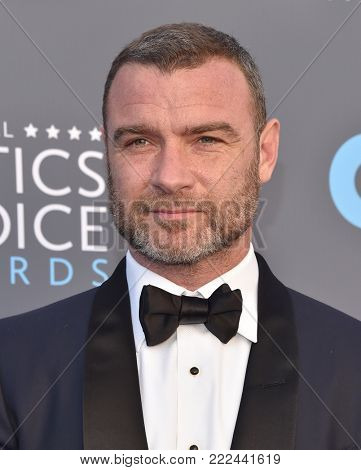 LOS ANGELES - JAN 11:  Liev Schreiber arrives for the 23rd Annual Critics' Choice Awards on January 11, 2018 in Santa Monica, CA