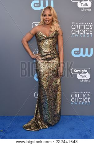LOS ANGELES - JAN 11:  Mary J. Blige arrives for the 23rd Annual Critics' Choice Awards on January 11, 2018 in Santa Monica, CA