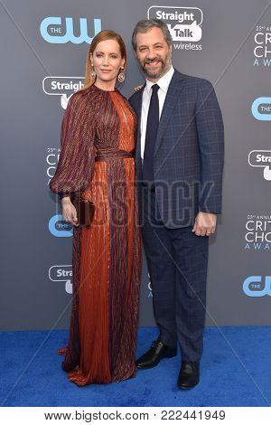 LOS ANGELES - JAN 11:  Leslie Mann and Judd Apatow arrives for the 23rd Annual Critics' Choice Awards on January 11, 2018 in Santa Monica, CA