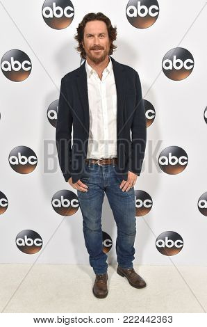LOS ANGELES - JAN 08:  Oliver Hudson arrives for the ABC Winter 2018 TCA Event on January 08, 2018 in Pasadena, CA