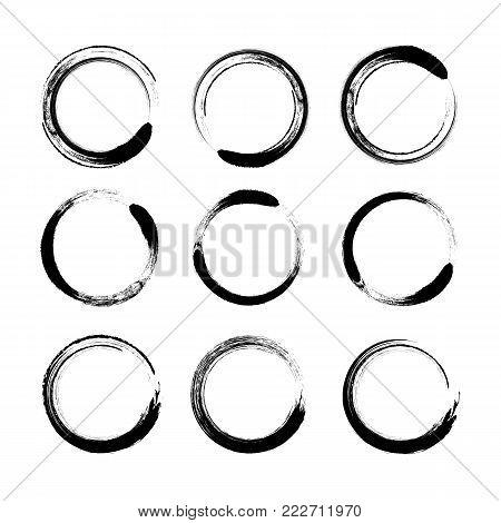 Vector set - Grunge circle brush - stock vector.