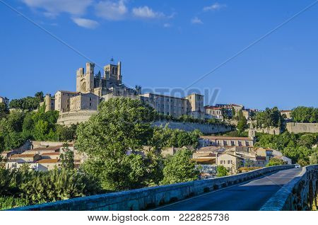 On the banks of the river Orb in the French region of the Languedoc is erected one the oldest cities of Europe, Beziers. The dome of the roman-gothic cathedral of Saint-Nazarie stands out from the rest of the city.