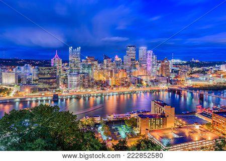 Pittsburgh, pennsylvania, USA downtown skyline from Mt. Washington.