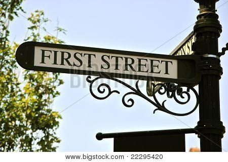 Erste Straßenschild