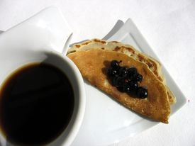 Pancake with black currant
