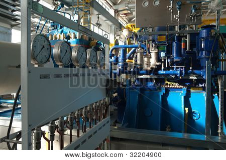 Pumping equipment mounted on oil transfer station