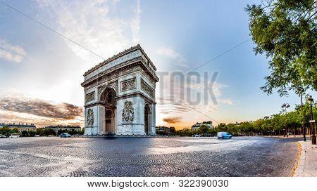 Paris Triumphal Arch the Arc de Triomphe de l'Etoile, France