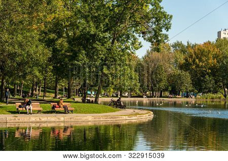 Montreal, Ca - 18 September 2019: People Enjoying A Warm And Sunny Day At La Fontaine Park