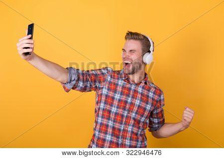 Streaming Concert Online. Best Music Apps That Deserve Listen. Guy User Mobile Application. Get Musi