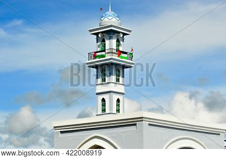 Labuan,malaysia-may 19,2021:view Of The Minaret Of Sultan Muhammad V Mosque With A Row Of Palestine
