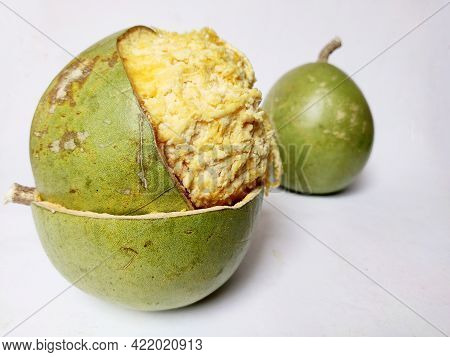 Aegle Marmelos Is A Tropical Fruit Found In India Subcontinent , It Is Also Known As Bel Patthar , S